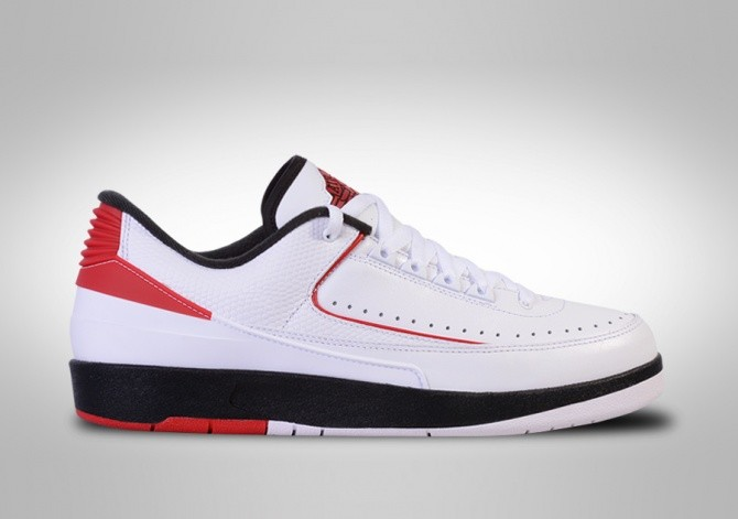 a1d586223a3c6f NIKE AIR JORDAN 2 RETRO LOW CHICAGO voor €112