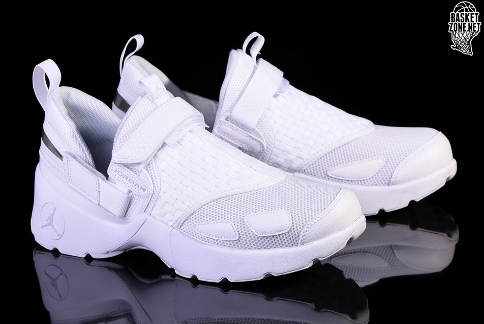 watch 31459 62708 NIKE AIR JORDAN TRUNNER LX TRIPLE WHITE. 897992-100. PRICE  €105.00