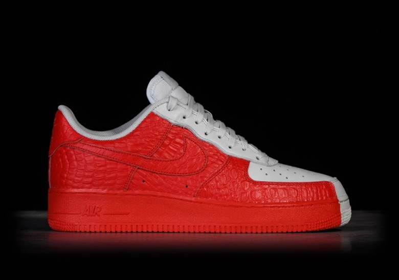 e993ddacbc81d NIKE AIR FORCE 1  07 PREMIUM SPLIT per €105